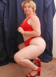 Short Haired Big Chubby Blonde Posing with Huge Ass