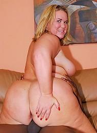 Blonde Plumper Gets Pumped!