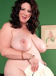 Jasmine Jones - The Hot Wife Returns