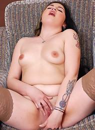 Fresh plumper fingers herself into a wild orgasm