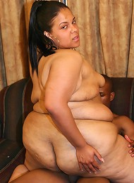 Fat ebony hottie giving off a blowjob and jumps on top of his cock to cram it into her pussy