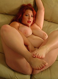 Kinky curved toy in overweight redheads smoothie